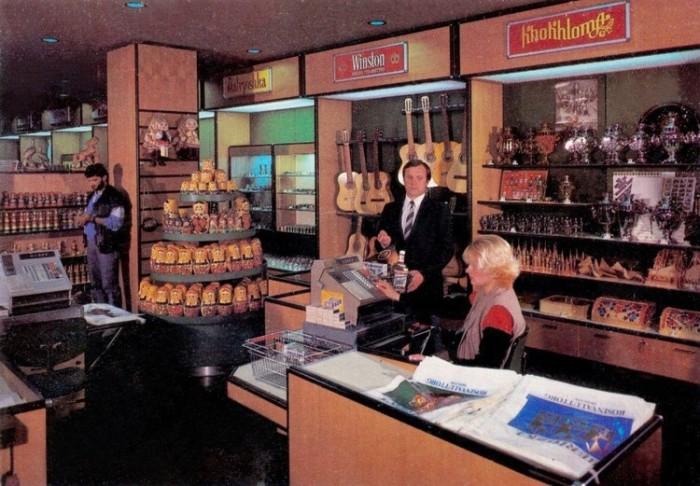 Так изнутри выглядели магазины для иностранцев