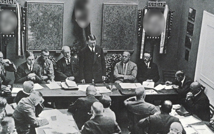 Гитлер на заседании партии. / Фото: static.life.ru