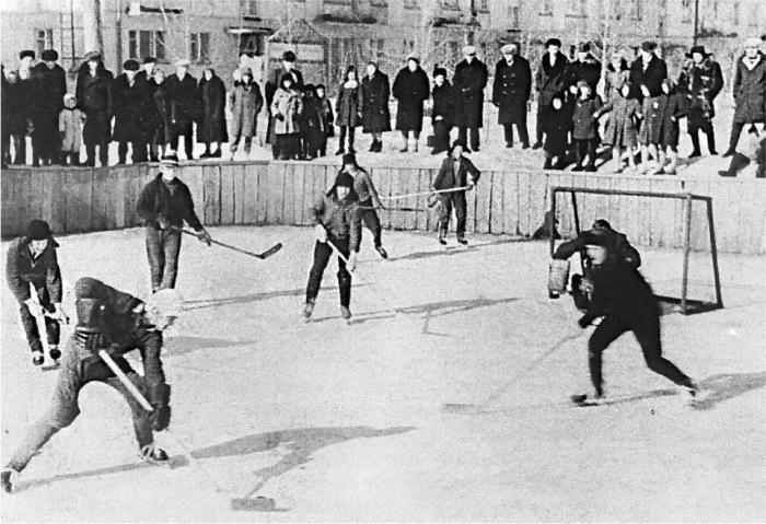 Хоккейный матч во дворе./Фото: radical.ru