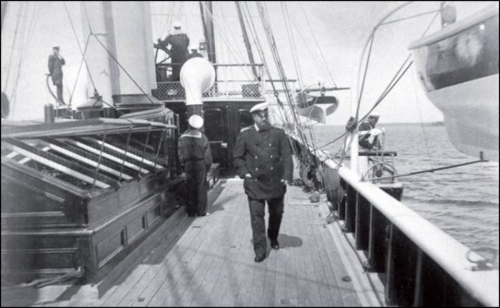 Александр III на палубе яхты. Финские шхеры./Фото: skr.su