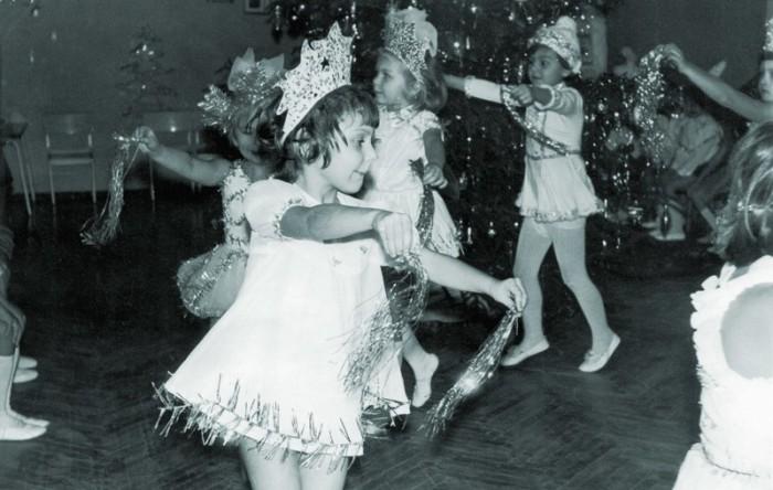 Утренник, традиционный танец «снежинок»./Фото: itd3.mycdn.me