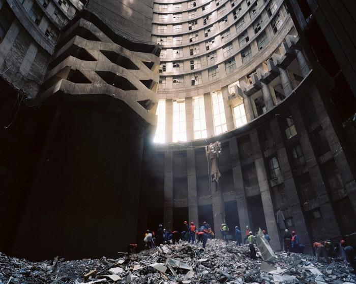 Башня Понте-Сити высотой 173 метра превратилась в высотные трущобы./Фото: img-fotki.yandex.ru