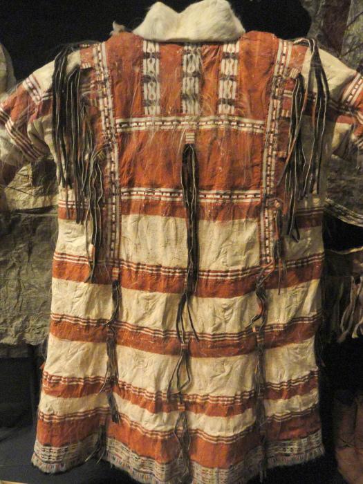 Традиционная одежда алеутов./Фото: upload.wikimedia.org