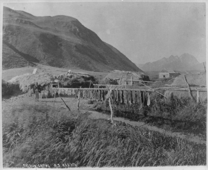 В алеутской деревне./Фото: upload.wikimedia.org