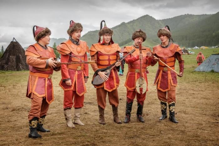 Алтайские мужчины./Фото: kovchin.ru