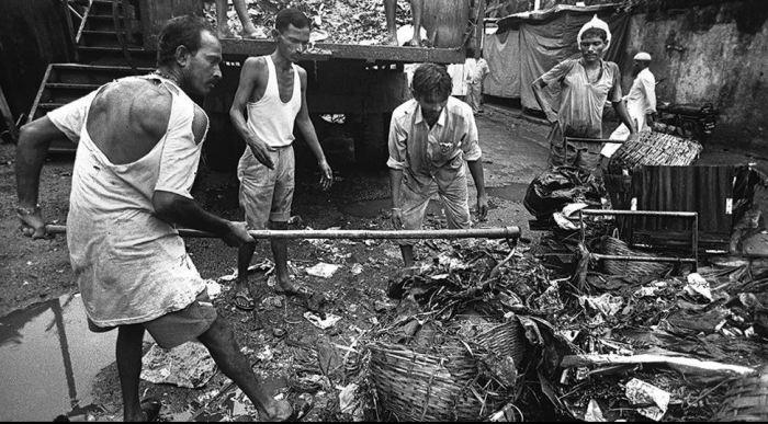 Чистка канализации, Мумбаи./Фото: kykyryzo.ru