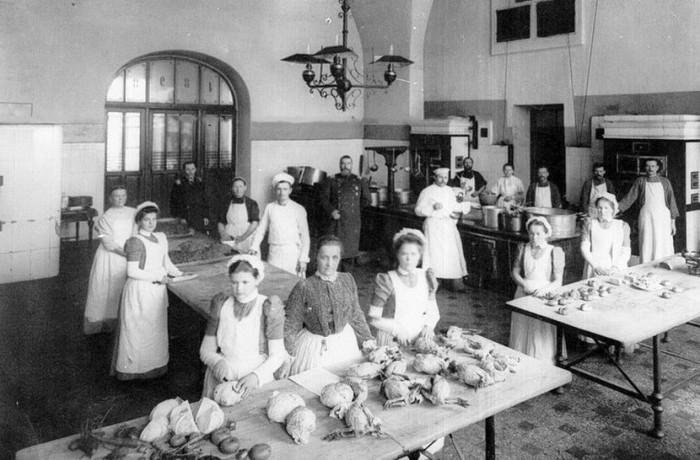 Кисейные барышни на кухне./Фото: img-fotki.yandex.ru
