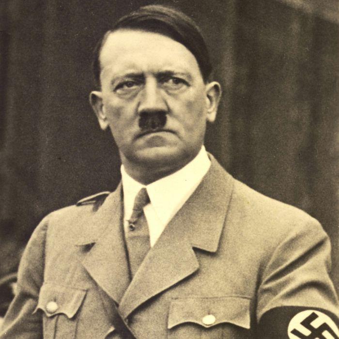 Перед смертью Гитлер скрывался в бункере по зданием Рейхканцелярии./Фото: ru.vedicencyclopedia.org