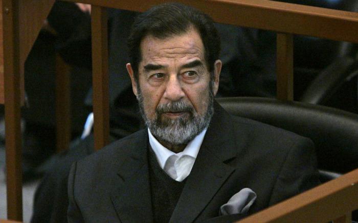 Саддам Хусейн постоянно развязывал новые войны, несмотря на упадок государства и человеческие жертвы./Фото: cdn.guardian.ng