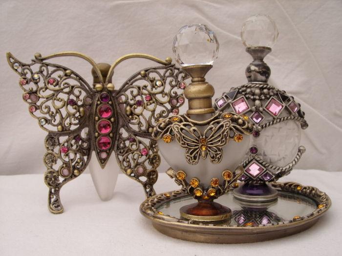 В эпоху Просвещения духи продавали в красивых флаконах из хрусталя с инкрустациями./Фото: svistanet.com