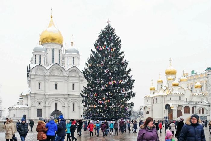 Наряженная елка на Соборной площади Кремля./Фото: img-fotki.yandex.ru