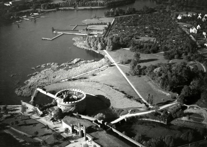 Такие укрепления были возведены по периметру города