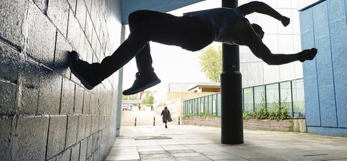Эрик Мухаметшин - сорвиголова питерского паркура./Фото: mtdata.ru
