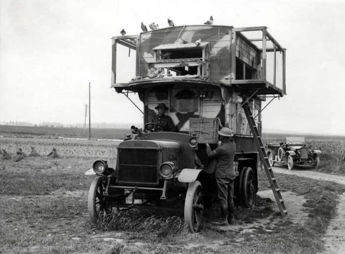Переоборудованный в голубятню автобус, который в Первую мировую войну применялся на территории Франции и Бельгии./Фото: img-fotki.yandex.ru/
