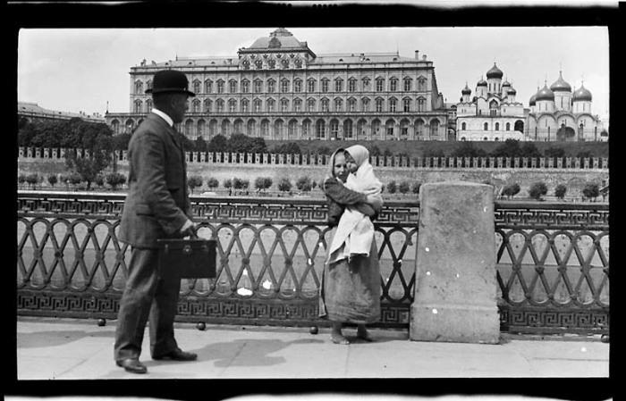 Иногда гувернантками становились бедные девушки, для которых это была единственная возможность заработать./Фото: cn1.nevsedoma.com.ua