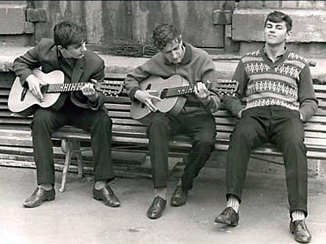 С гитарами на лавочке./Фото: i.mycdn.me