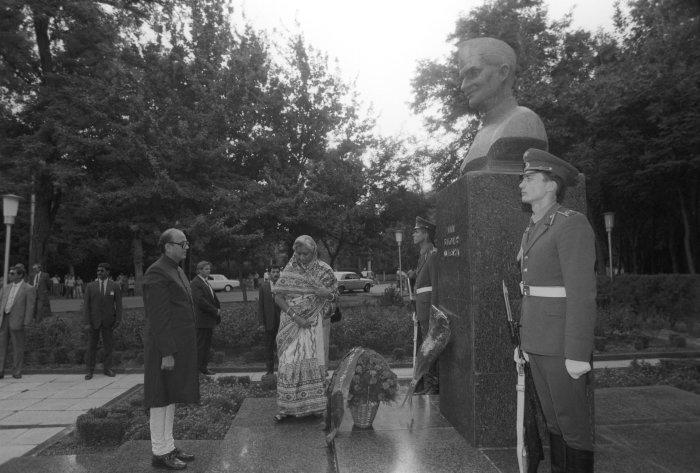 Памятник премьер-министру Индии в Ташкенте./Фото: cdn2.img.sputniknews-uz.com