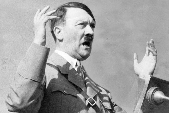 Адольф Гитлер выступает перед сторонниками. / Фото: s15.stc.all.kpcdn.net
