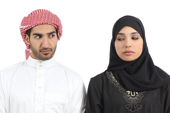 Перед поездкой в ОАЭ не мешает изучить вопрос о допустимости общении с противоположным полом./Фото: 3.bp.blogspot.com