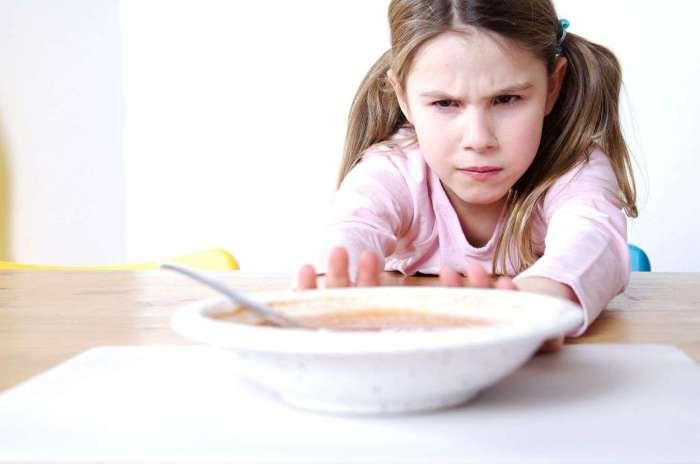 Даже простое отодвигание тарелки может быть воспринято как оскорбление./Фото: www.o-krohe.ru