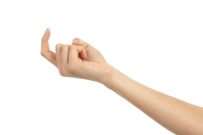 Этот жест в некоторых странах вне закона./Фото: wittyhilarious.com