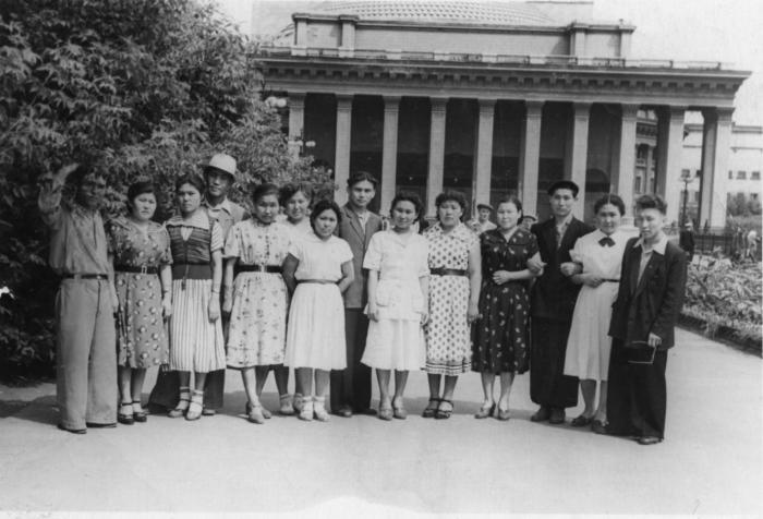 Студенты-калмыки. Новосибирск, фото 1956 года.