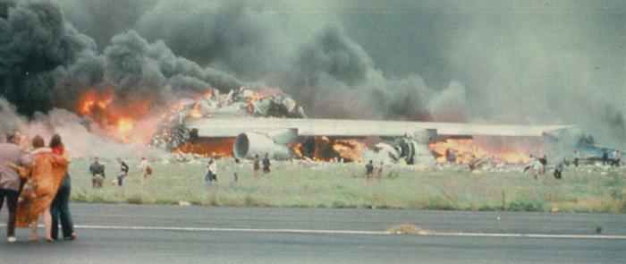 Самая крупная в мире авиакатастрофа произошла на Тенерифе./Фото: cs5.pikabu.ru
