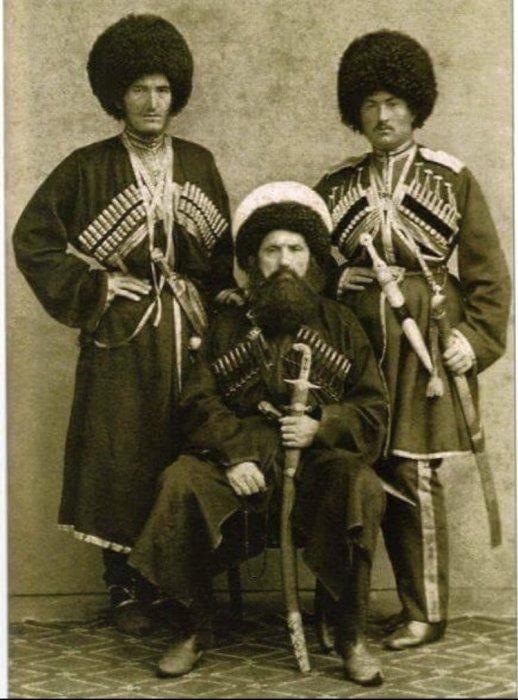 Шамиль с сыновьями./Фото: chernovik.net