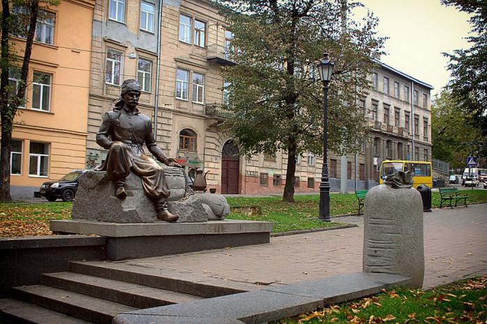 Памятник Кульчицкому во Львове./Фото: img-fotki.yandex.ru