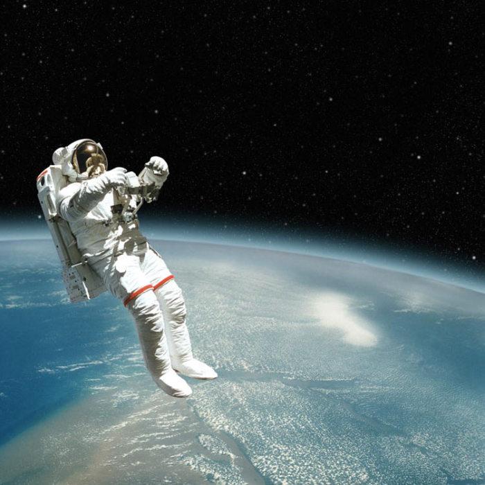 В открытом космосе может случиться все что угодно./Фото: sm.evg-rumjantsev.ru