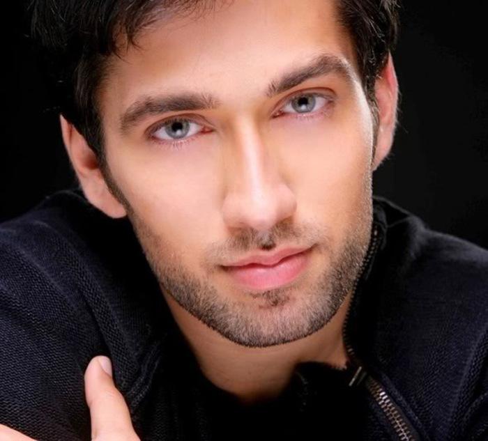 Элитные белые индусы: актёр Болливуда Накул Мехта./Фото: peshera.org