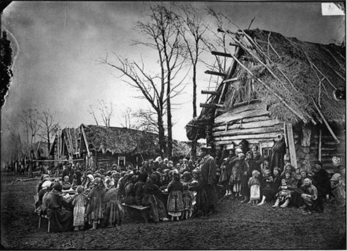 Сельский сход решал судьбу пьяницы или вора./Фото: files.polkrf.ru