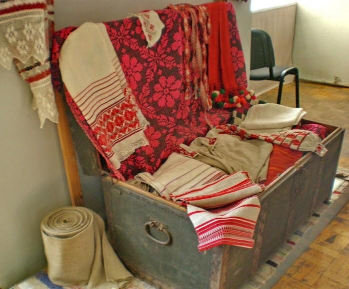 В сундуках не только хранили ценные вещи, на них еще и спали./Фото: ethnoboho.ru