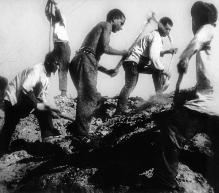 Арестанты добывали уголь и копали шахты./Фото: gulaghistory.org