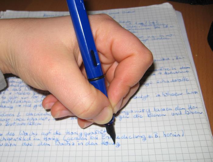 Проблемы левшей с письмом./Фото: www.studentenfutter.uni-tuebingen.de