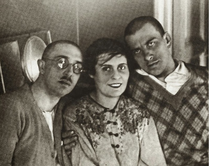 Маяковский с супругами Лилией и Осипом Брик./Фото: 2.bp.blogspot.com