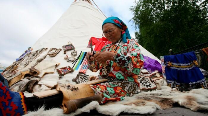 Ритуальных кукол делали своими руками, а сегодня их можно купить в качестве сувенира. /Фото: ugra-tv.ru