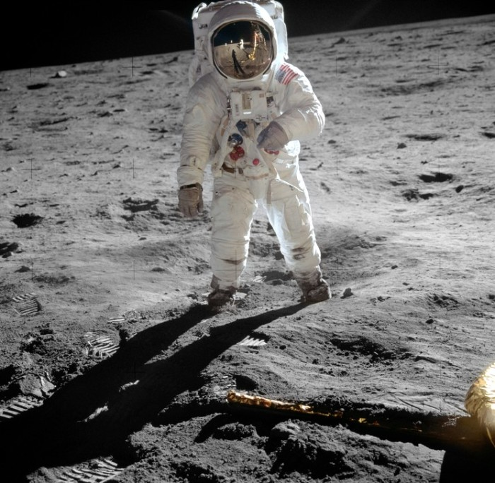 Первая высадка на Луну совершена американцами./Фото: sciencedebate2008.com