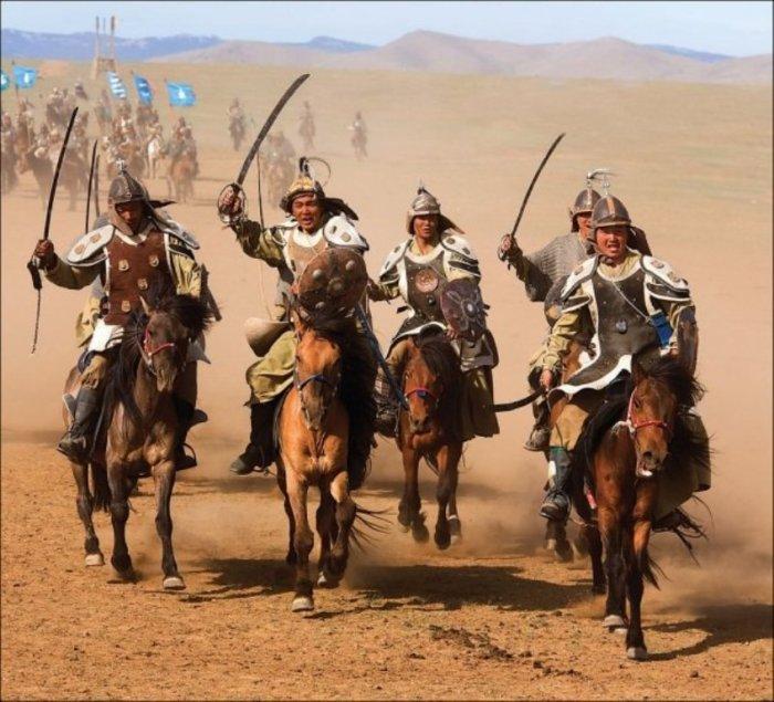 Монгольские всадники./Фото: mtdata.ru