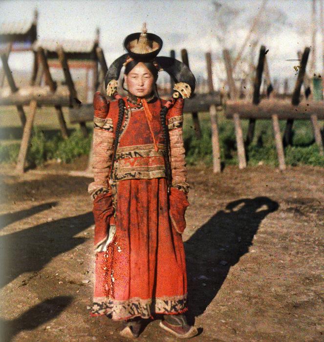 Женский монгольский костюм./Фото:n-costume.livejournal.com