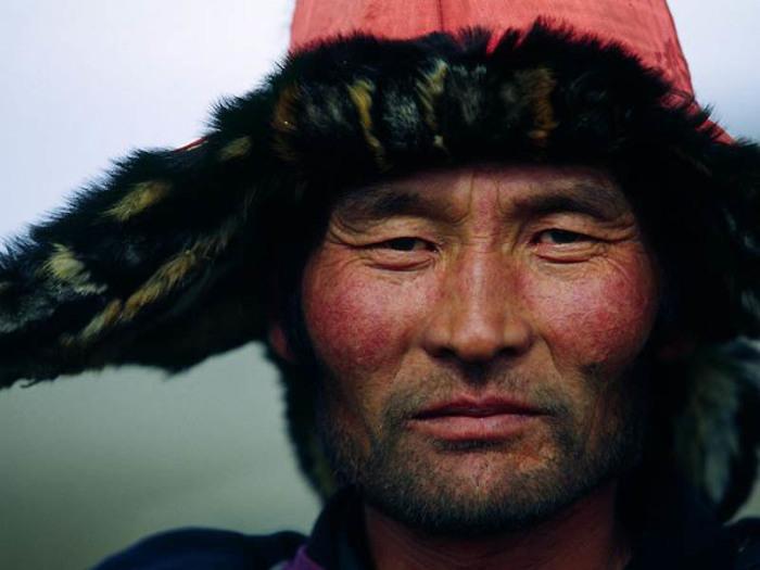 Монгол в меховой шапке./Фото: blogger.com