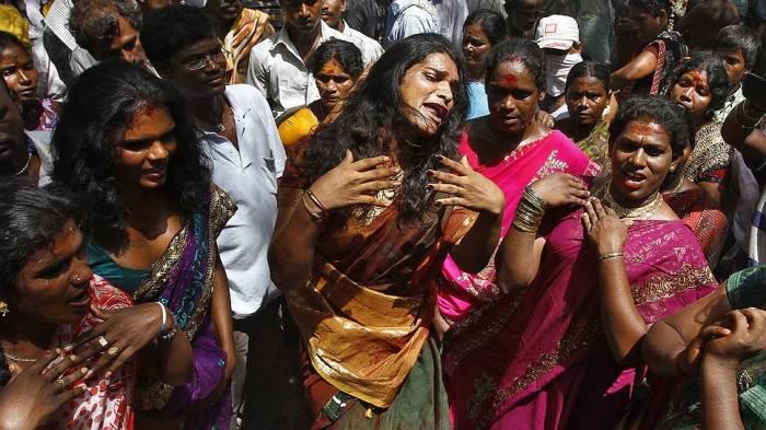 По разным подсчетам, численность индийской касты хиджра составляет от полумиллиона до 5 миллионов человек./Фото: human-anomalies.ru