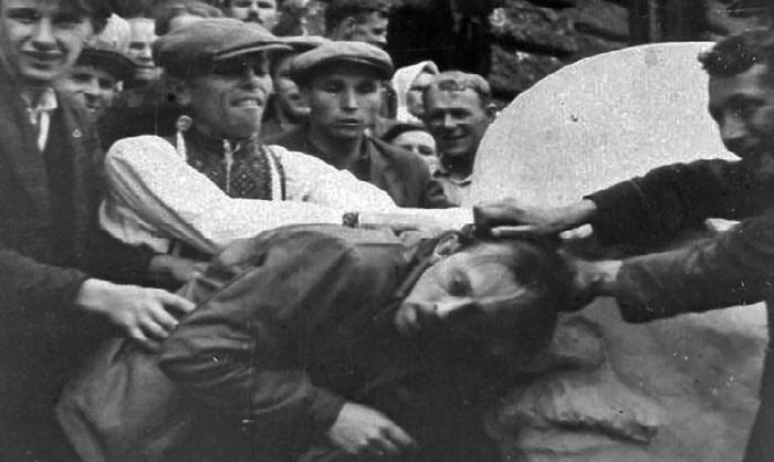 Львовский погром был подробно задокументирован — в город из Берлина прибыла группа фотографов и кинооператоров, снимавших для Министерства пропаганды Третьего рейха./Фото: i.mycdn.me