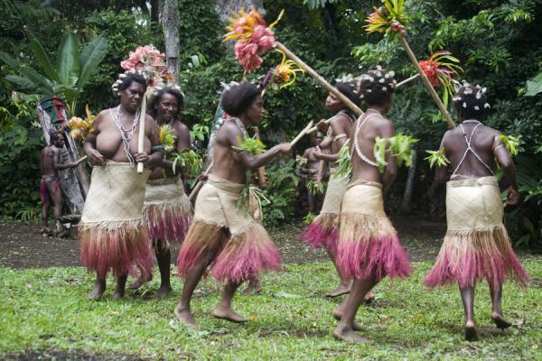 Танец женщин с острова Малекула./Фото: Ourworld-now.com