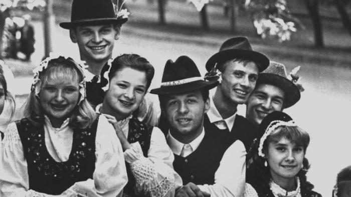 Поволжские немцы: Почему подданные Германии мигрировали в Россию, и как живётся их потомкам.
