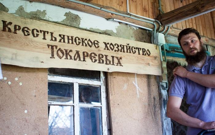 Андрей Токарев перевез жену с детьми в хутор под Инжавино, Тамбовская область.