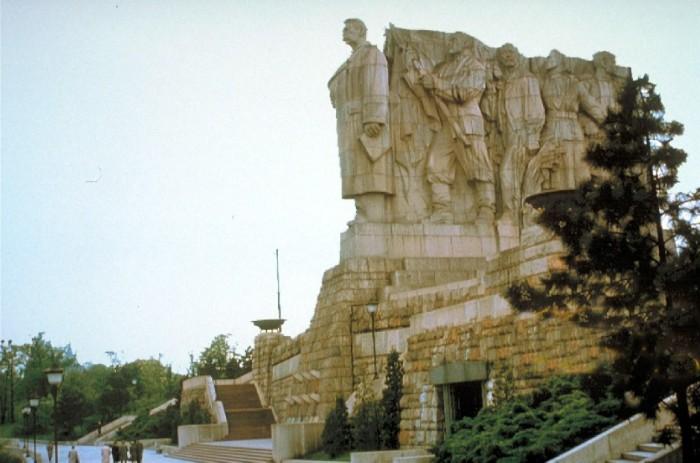 Гигантский памятник Сталину в Праге./Фото: sw.gurroa.cz