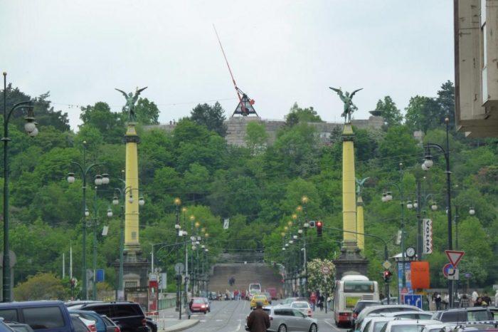Метроном на месте взорванного памятника./Фото: iloveprg.ru