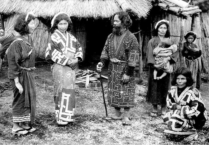 Айны на Окинаве. 1904 год./Фото: bigenc.ru