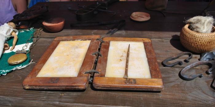 Для письма на воске применялись писало из дерева, камня или кости./Фото: budzma.by